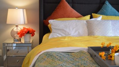 Poduszki dekoracyjne do słonecznej sypialni