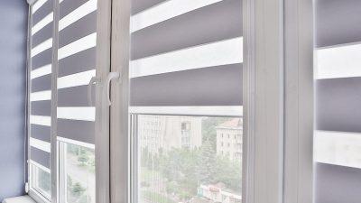 Firanki, zasłony czy rolety? Jak najlepiej zaaranżować okna?