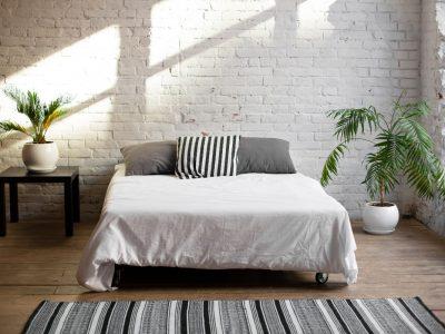 Ceglaste inspiracje w sypialni