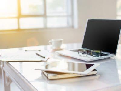 Organizujemy przestrzeń do pracy w domowym biurze