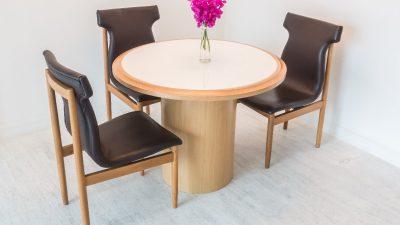 Jak czyścić skórzane krzesła w jadalni?