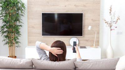 Na ścianie czy na szafce - gdzie najlepiej zamontować telewizor?