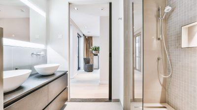 Jaka kabina prysznicowa do małej łazienki?