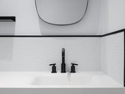 Czarna armatura w łazience – jak łączyć ją z wyposażeniem?